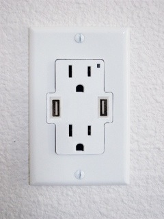 usb-outlet-12-04-09.jpg